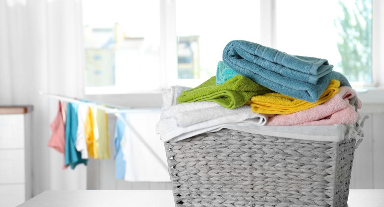 梅雨の部屋干し問題を解消!湿気や生乾き臭を防ぐ秘訣は?