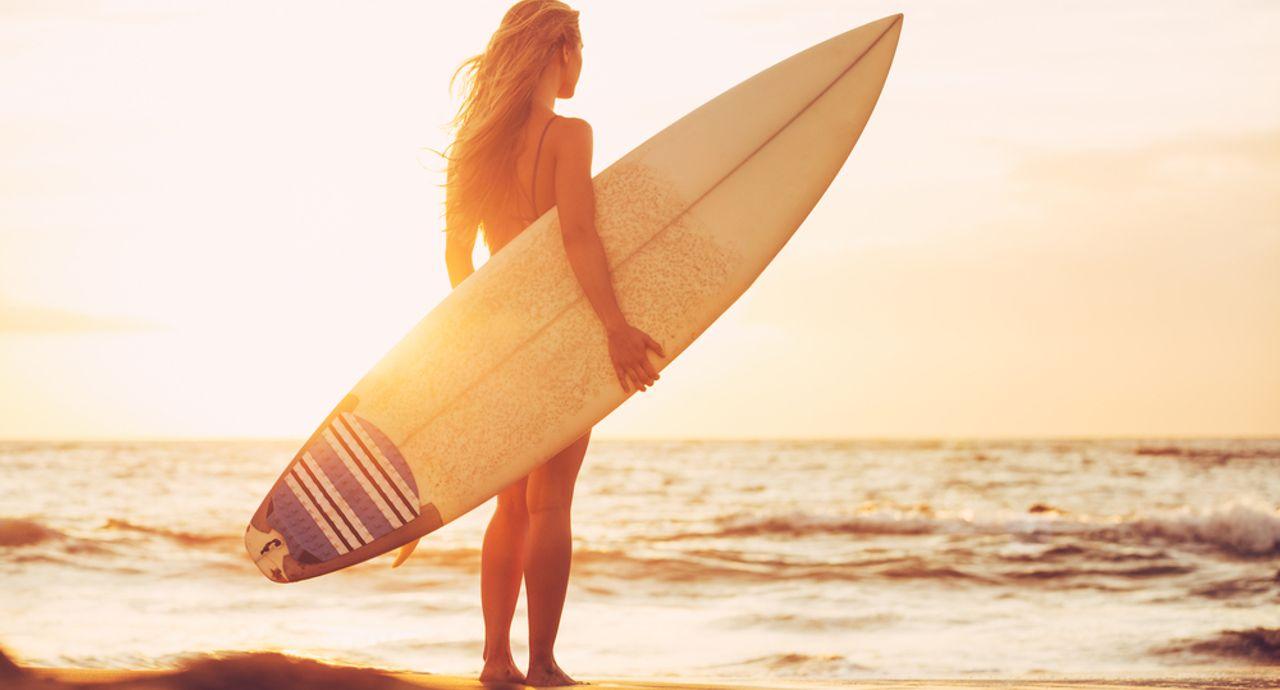 サーフィンの服装はこれでOK!初心者女性に向けてポイントを解説