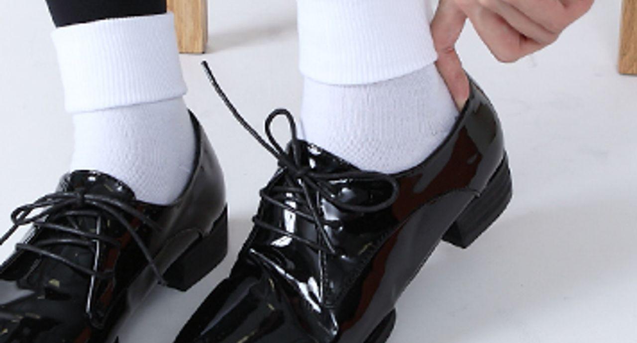 タイツに靴下はダサい!?おしゃれ上級者の重ね履きテクに迫る