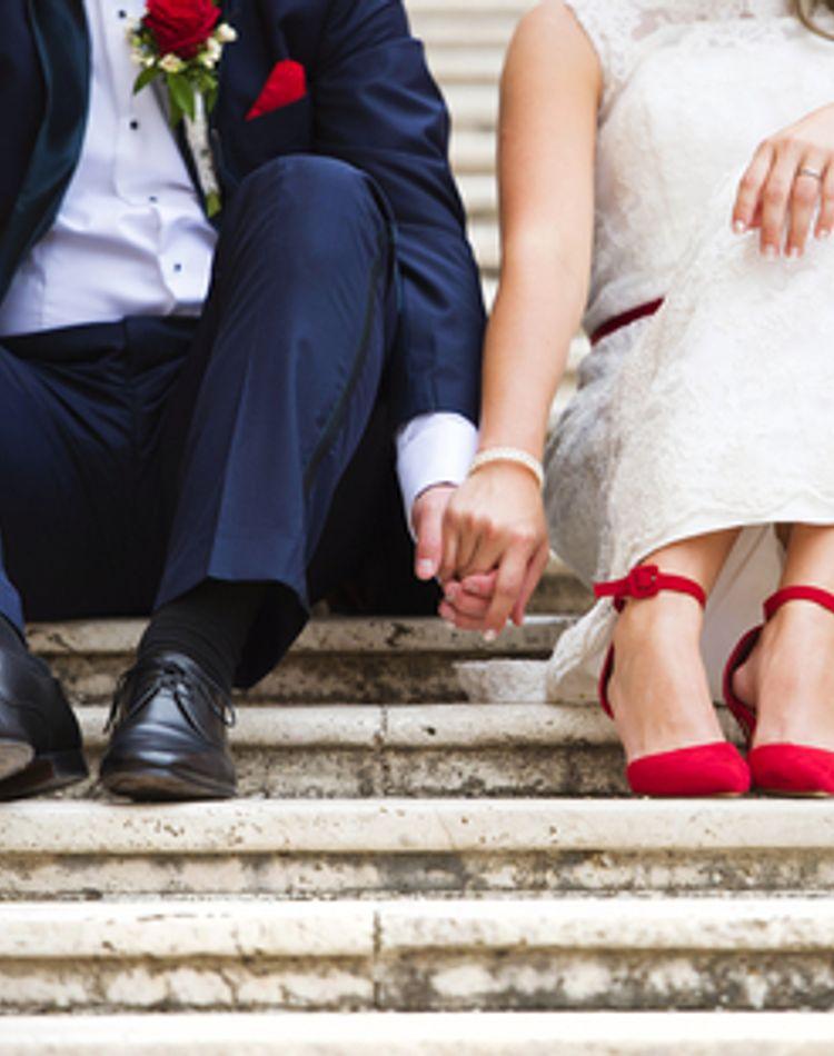意外と知らない?!結婚式の招待状の返し方マナー