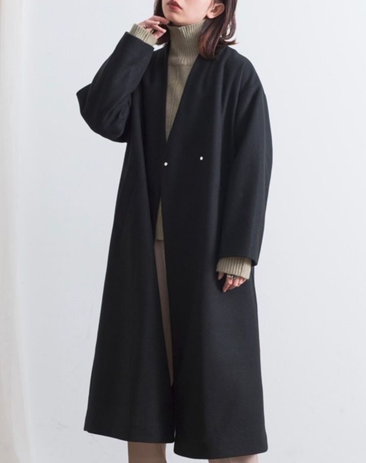 黒のノーカラーコートのおしゃれコーデ9選!シーン別・年代別コーデ