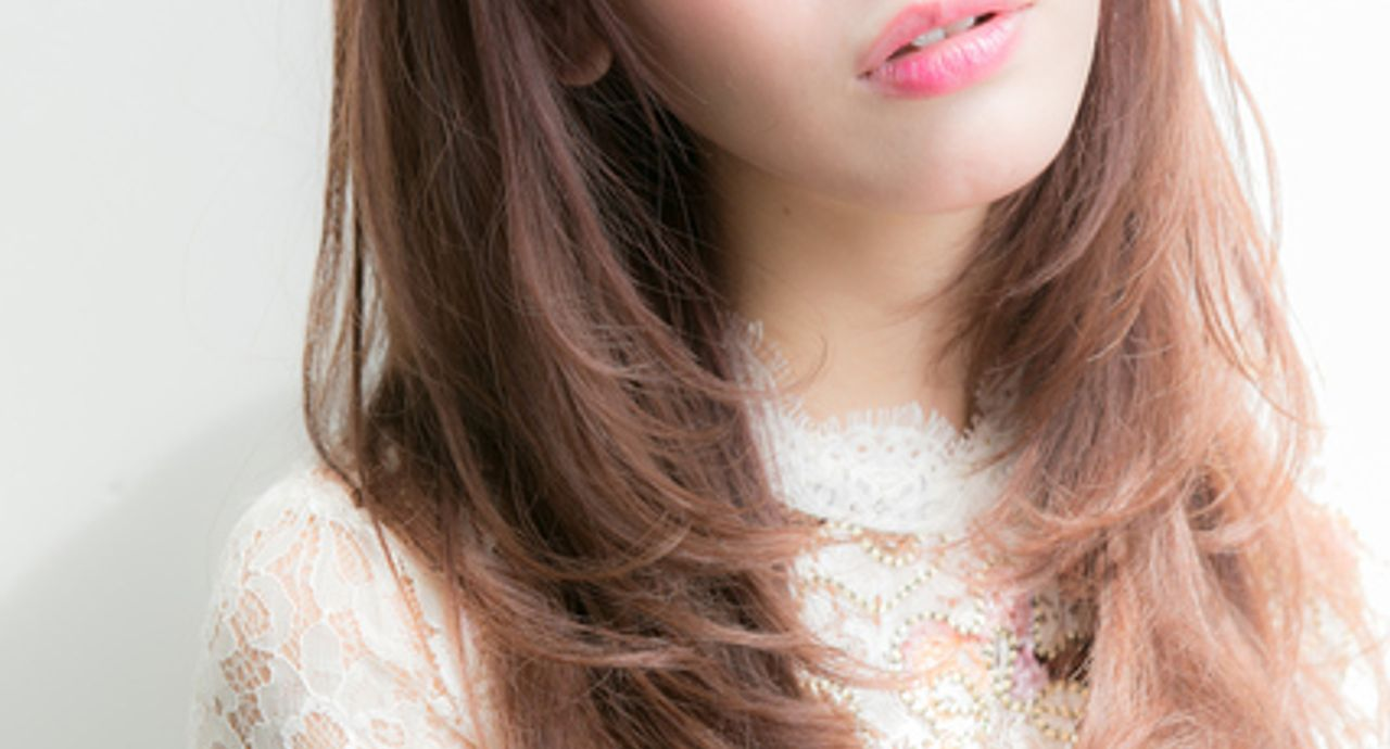 スロウカラーとは?最新カラーの特徴や魅力、似合う髪型に迫る