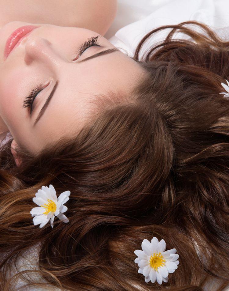 髪がごわごわする原因とは?髪質を良くする方法やおすすめシャンプー
