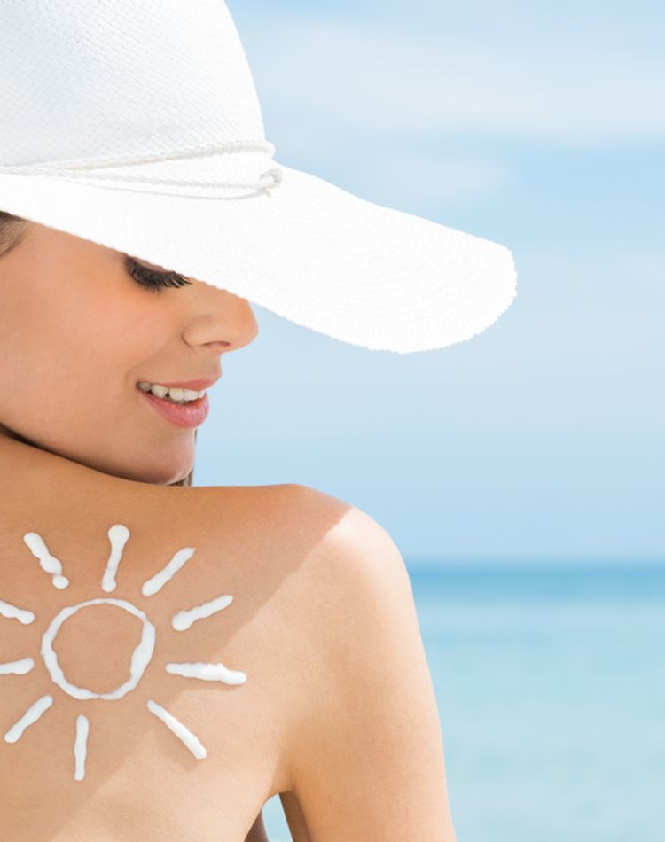 美しい背中は日焼け対策から!背中のシミの予防策や日焼け後のケア