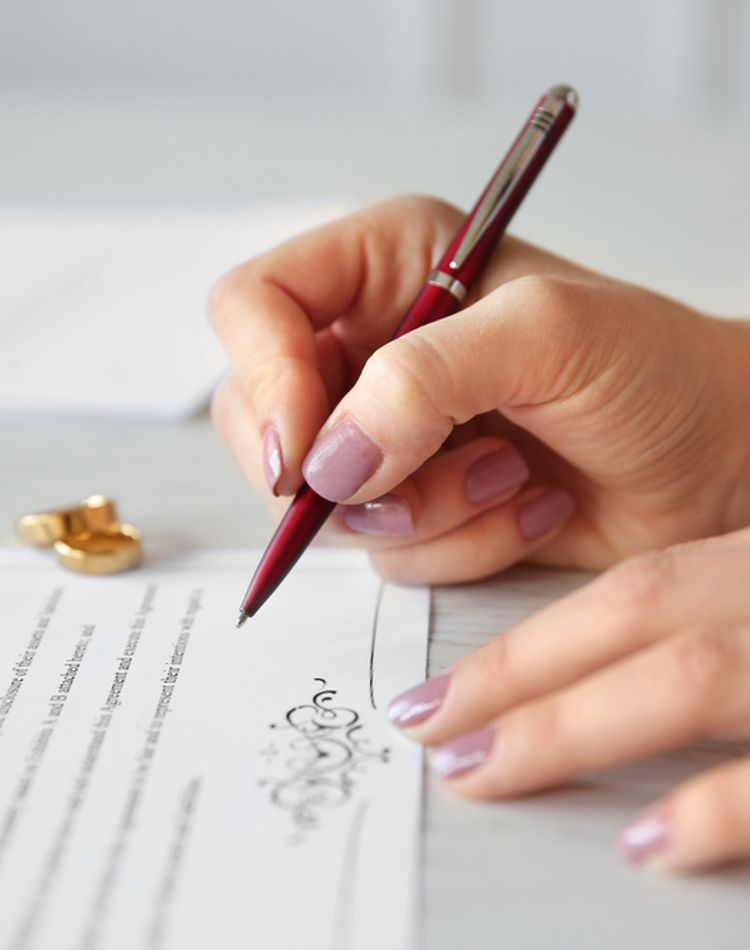 入籍の準備の流れや必要書類は?入籍日の手続きの手順もご紹介