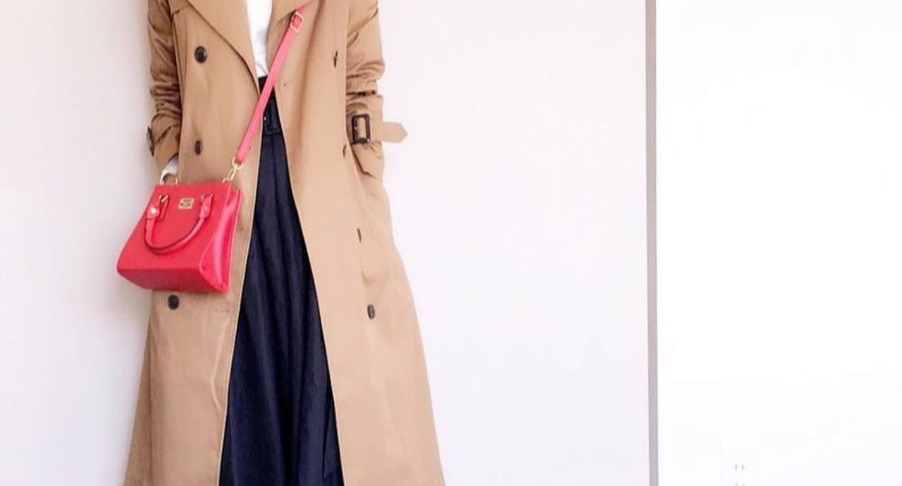 差し色には赤のバッグを。ショルダーやトート、ミニバッグの人気コーディネート