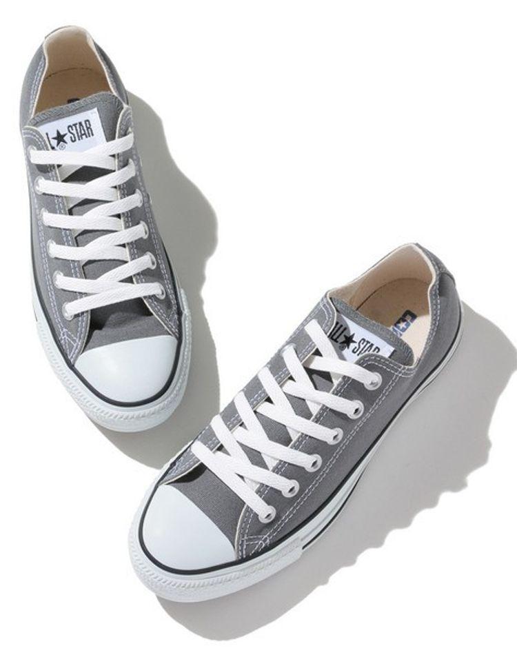 今、グレースニーカーがおしゃれ!おすすめコーデや靴下の合わせ方は?
