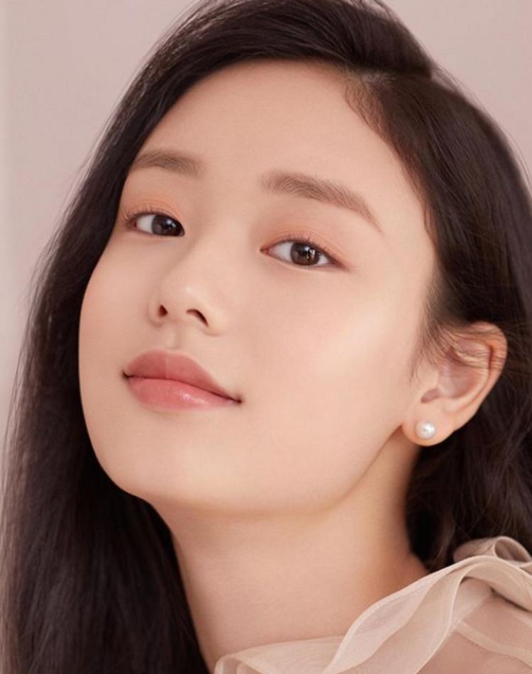 韓国風眉毛はどう作る?整え方やかわいく仕上がる眉メイク方法を紹介