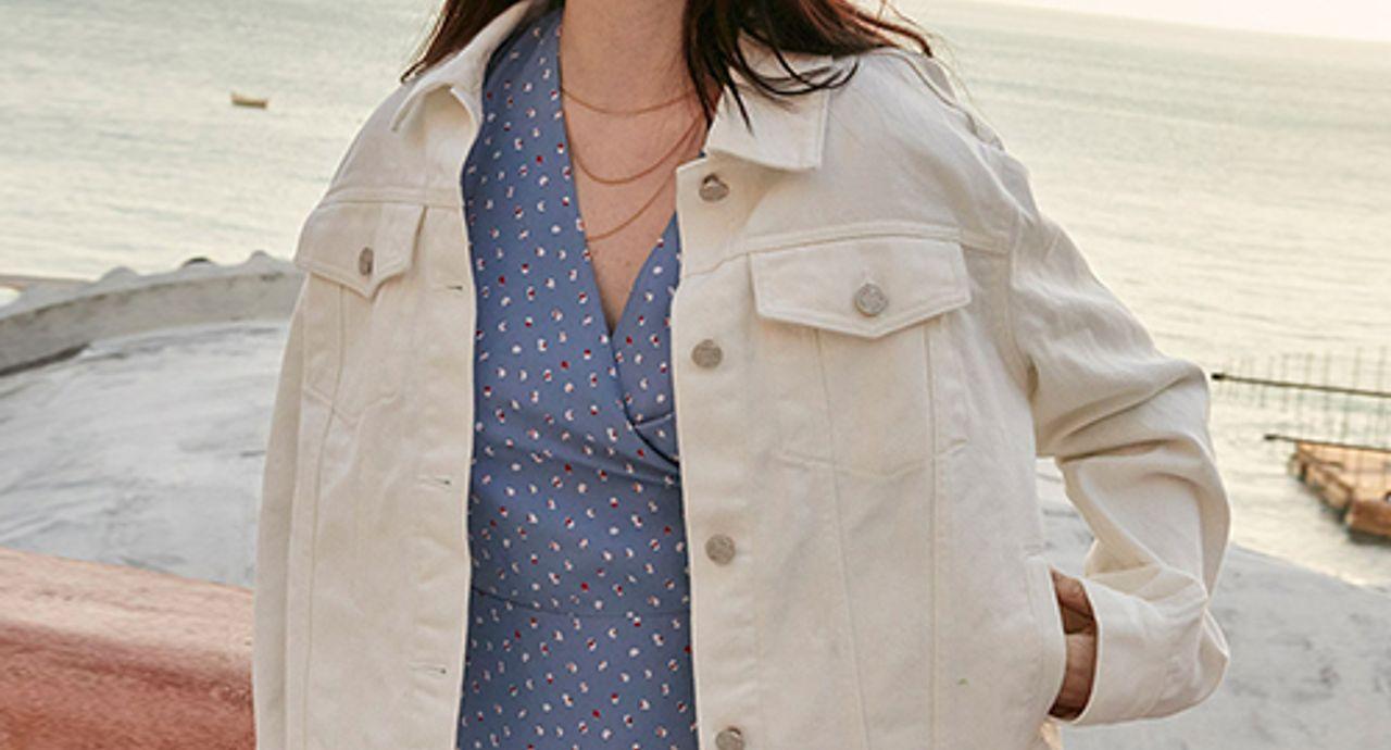 デニムジャケットのコーデ術!色やサイズ別大人の着こなしをご紹介