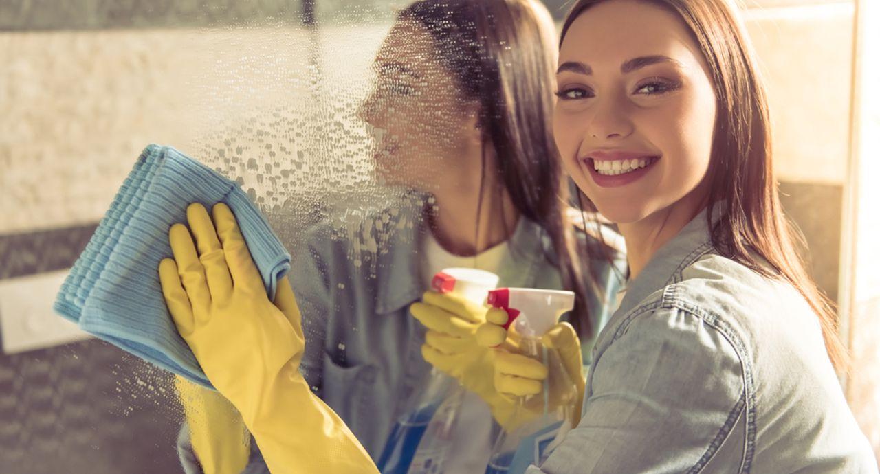 鏡の水垢やウロコの取り方が知りたい!頑固な汚れを落とす方法とは