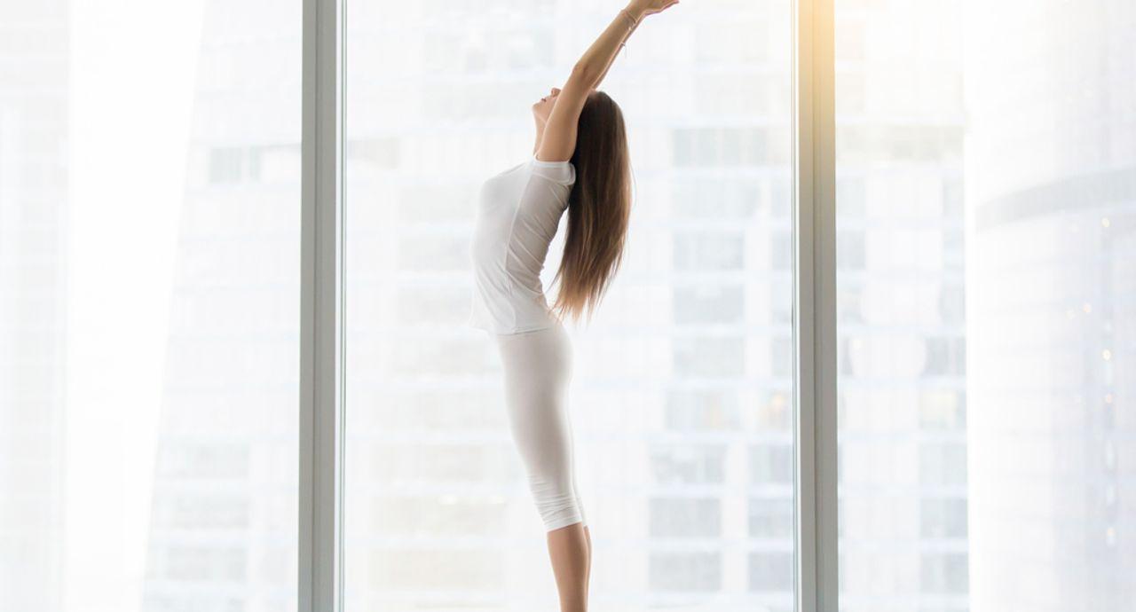 便秘改善におすすめの体操5選。腸を刺激してぽっこりお腹を卒業!