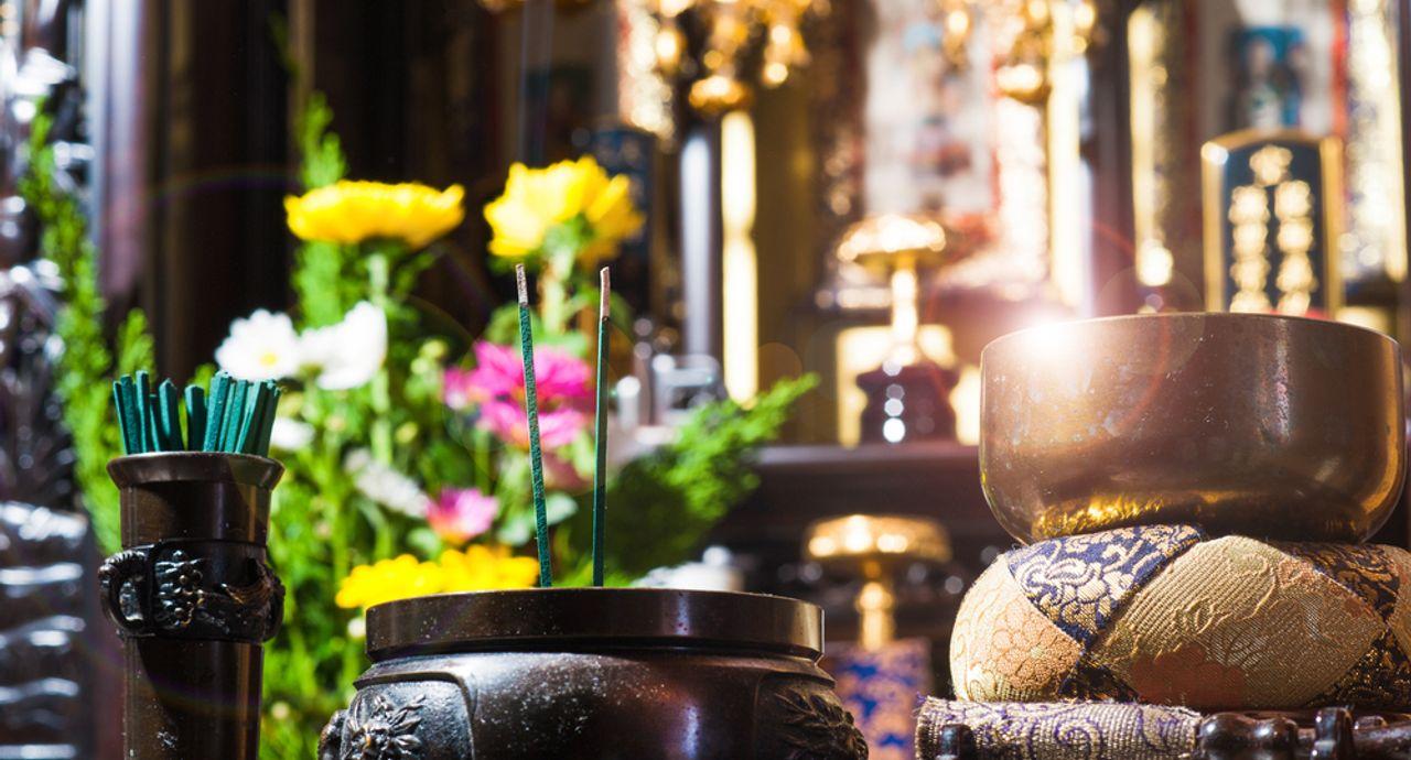 仏壇のお掃除で運気もアップ!仏壇を傷めないお手入れ方法とは