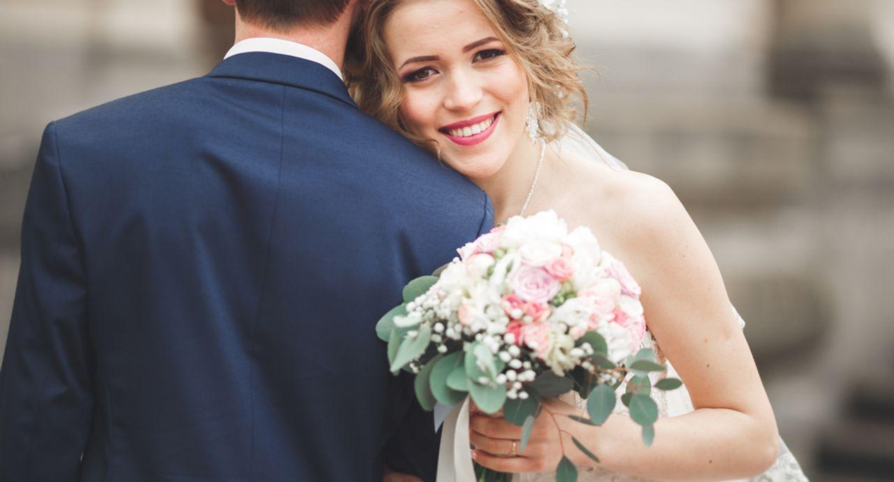 結婚の内祝いはいつまで?お返しにおすすめの品物やマナーをご紹介