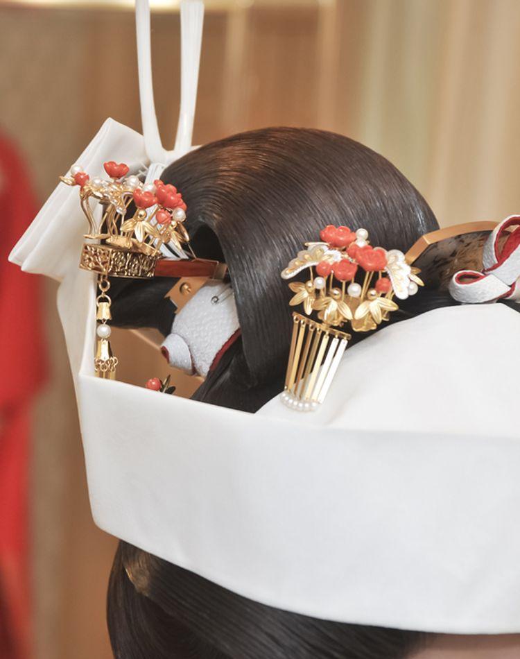 角隠しと綿帽子の違いは?角隠しの選び方やおすすめの髪型もご紹介