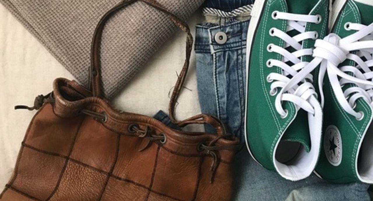 今スニーカーを買うなら緑が旬!季節・年代別のコーデ術をご紹介