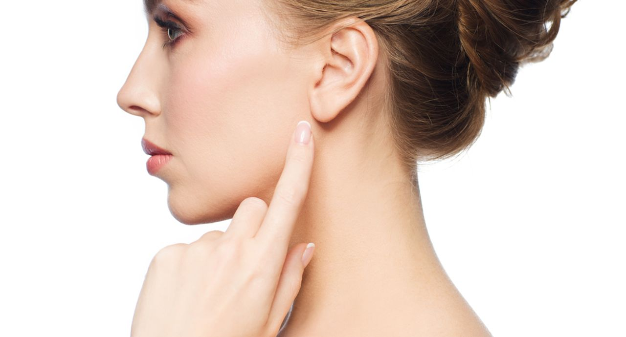 耳が日焼けするとどうなる?赤みや痛みのケア方法とは