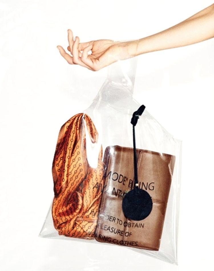 夏こそ持ちたいクリアバッグ!人気デザインとおしゃれな中身とは