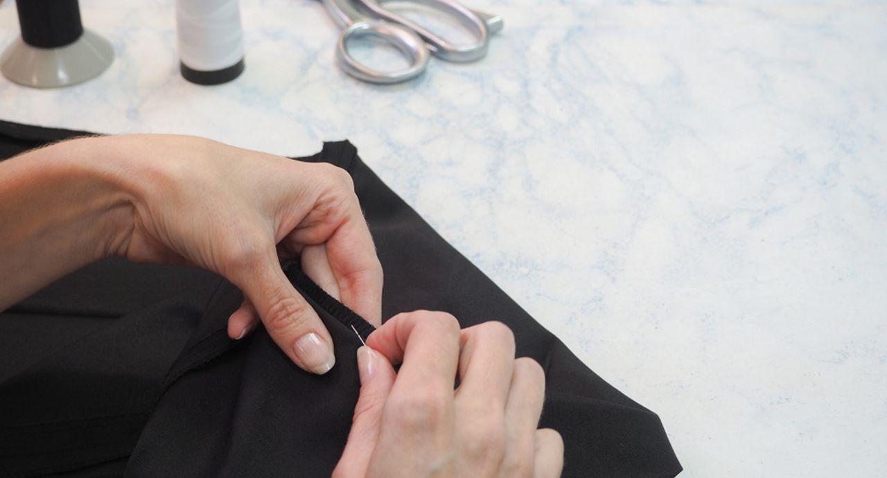 ズボンやスカートを手縫いで簡単に裾上げする方法!きれいに仕上げるコツも