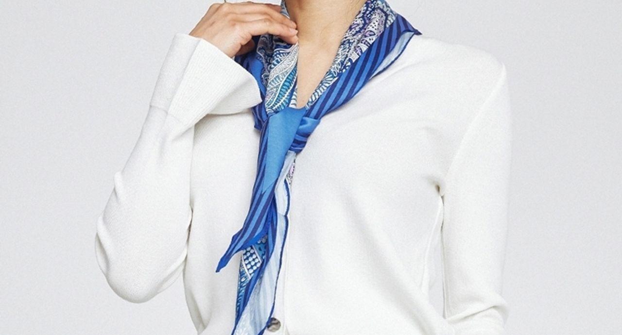 スカーフで作る流行りコーデ!巻き方次第で季節感のある旬スタイルに