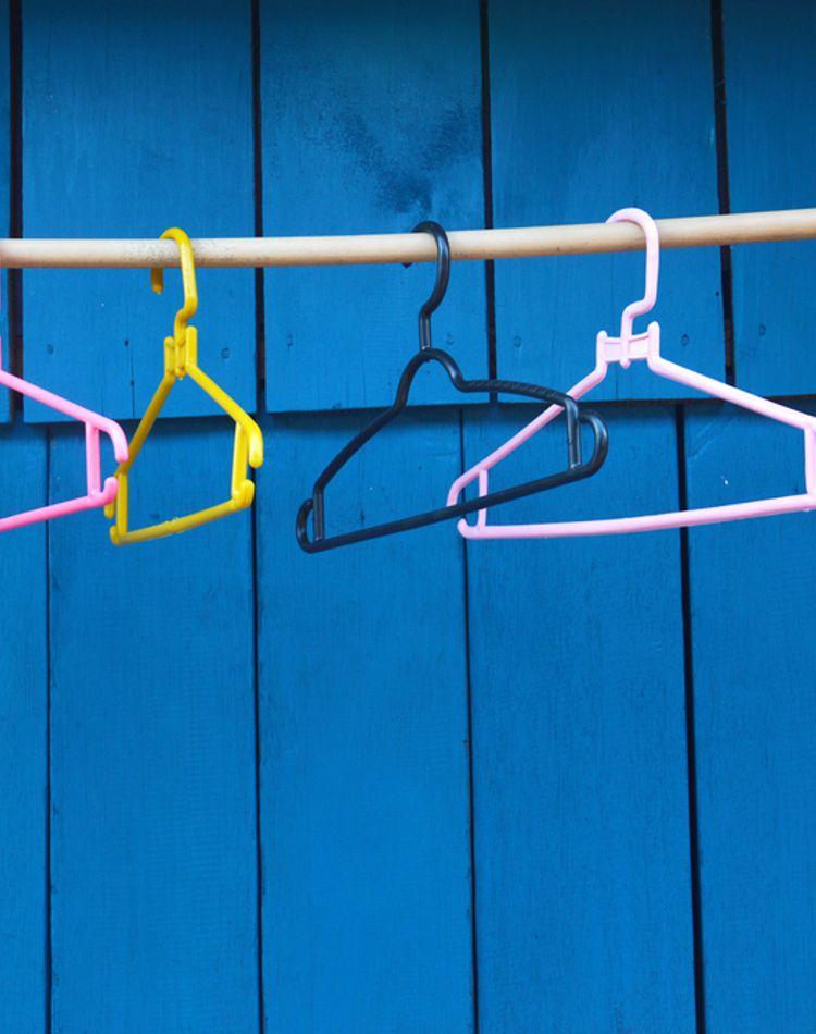 絡まる洗濯ハンガーをすっきり収納!便利でおしゃれなアイデアやグッズも