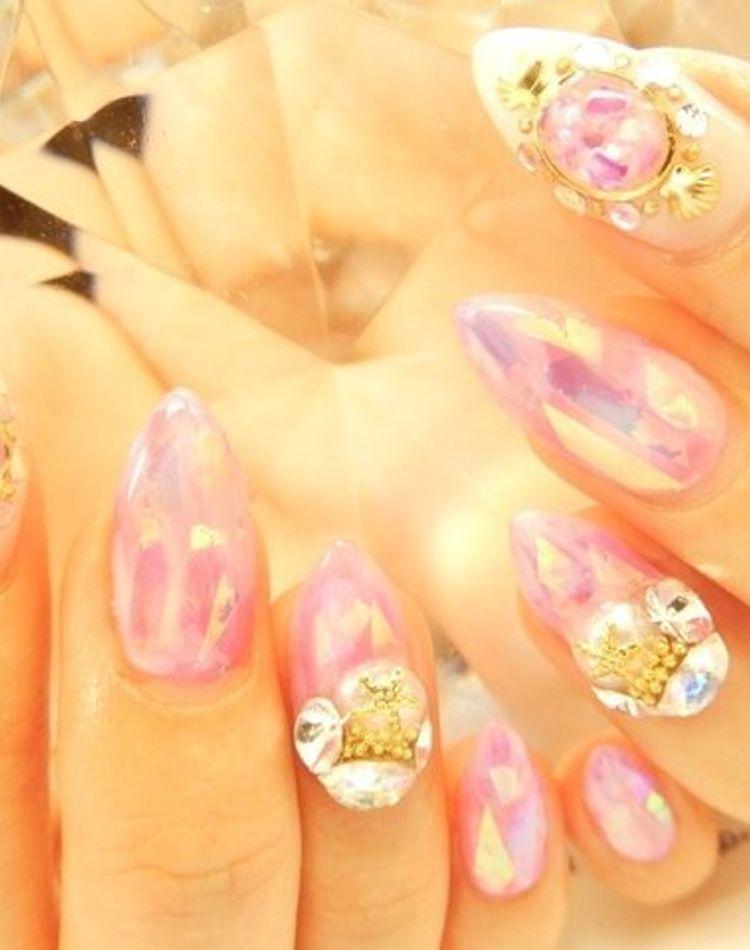 アーモンドシェイプネイルで指先をキレイに魅せる!デザインもご紹介
