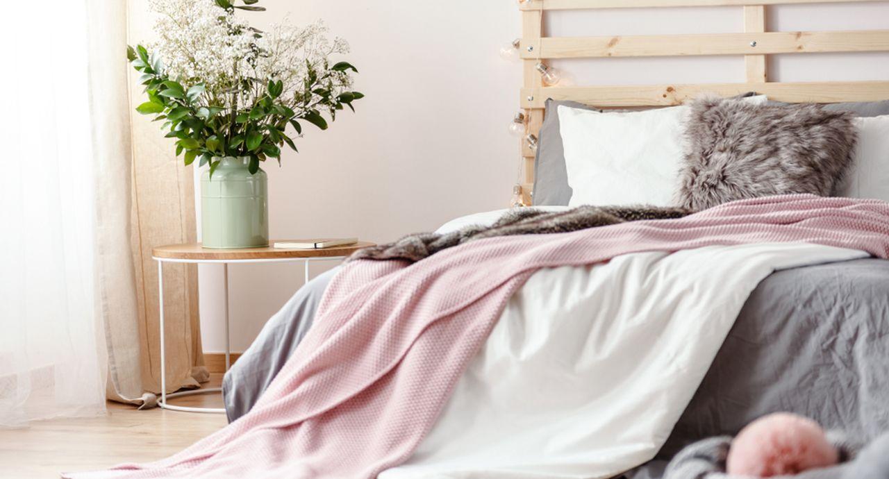 毛布の収納方法は?コンパクトにまとめる方法や人気アイテムもご紹介