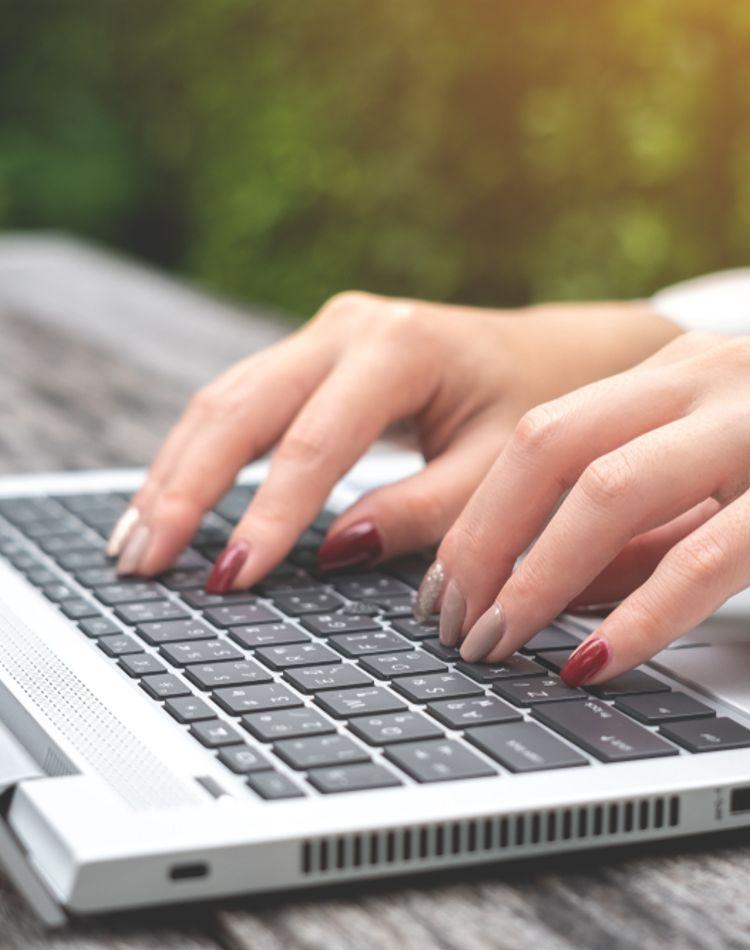 退職の挨拶メールのマナーは?社外や社内に送るメールの例文もご紹介