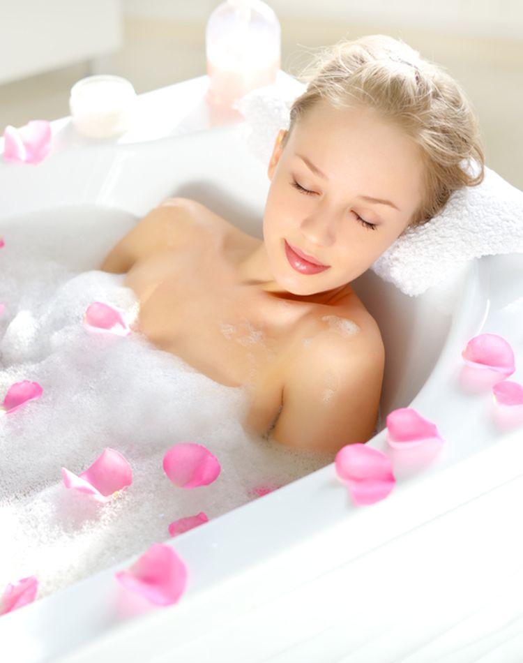 お風呂のカビの原因って?簡単にできるカビ取り方法や予防策