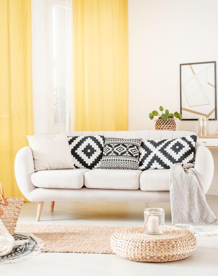 カーテンの色の選び方。色の効果や風水など、あなたはどう決める?