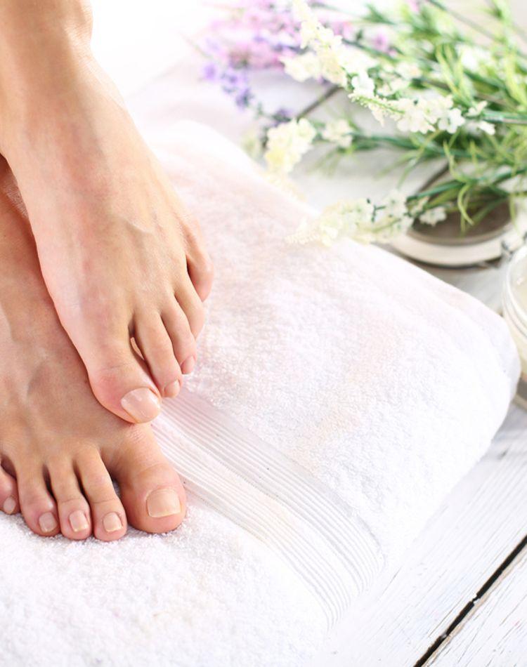 足の角質の原因は?足の角質ケアや角質パックの効果についてご紹介