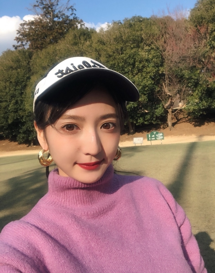 最近はまりだしたゴルフ初心者。 平木愛美の愛用ゴルフ&ジムウェアを紹介!