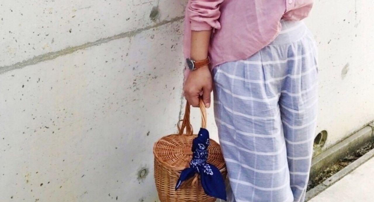 コーデに迷ったらピンクのブラウス!大人可愛いスタイル特集
