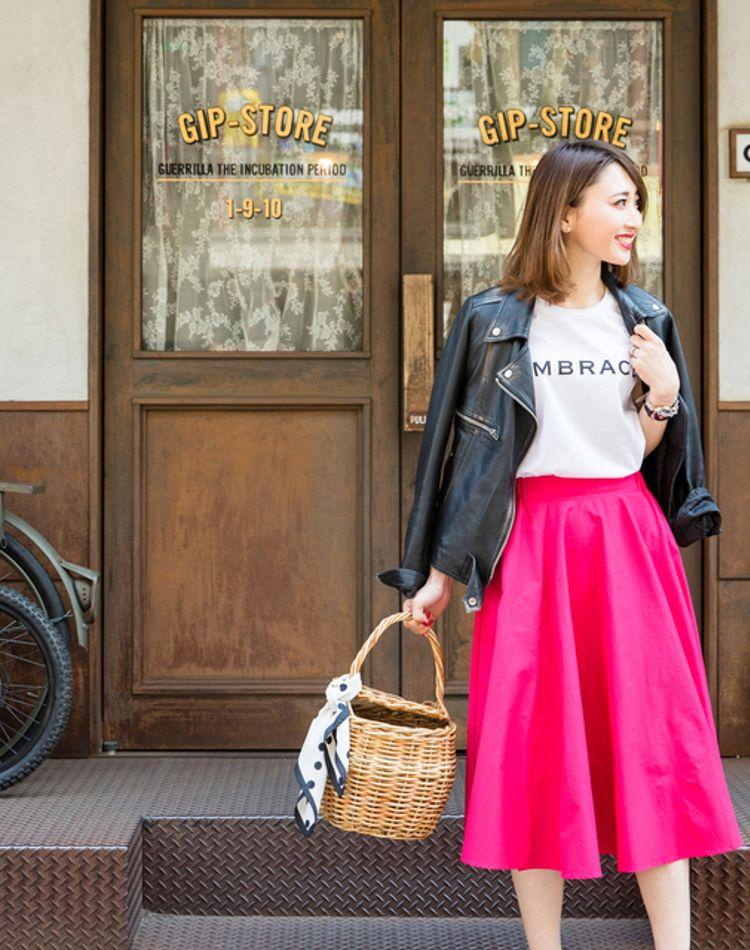 くすみピンクにサーモンピンク…ピンクスカート、どう着こなすのが正解?