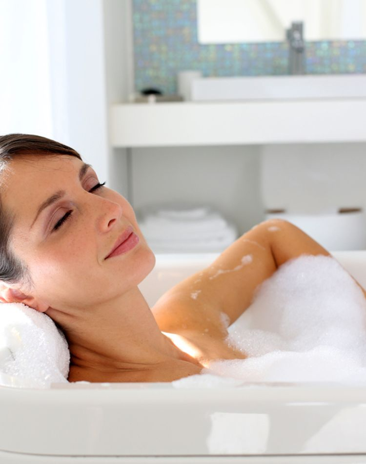日焼けした後にお風呂は入れる?入浴の仕方や日焼け後のケア方法とは