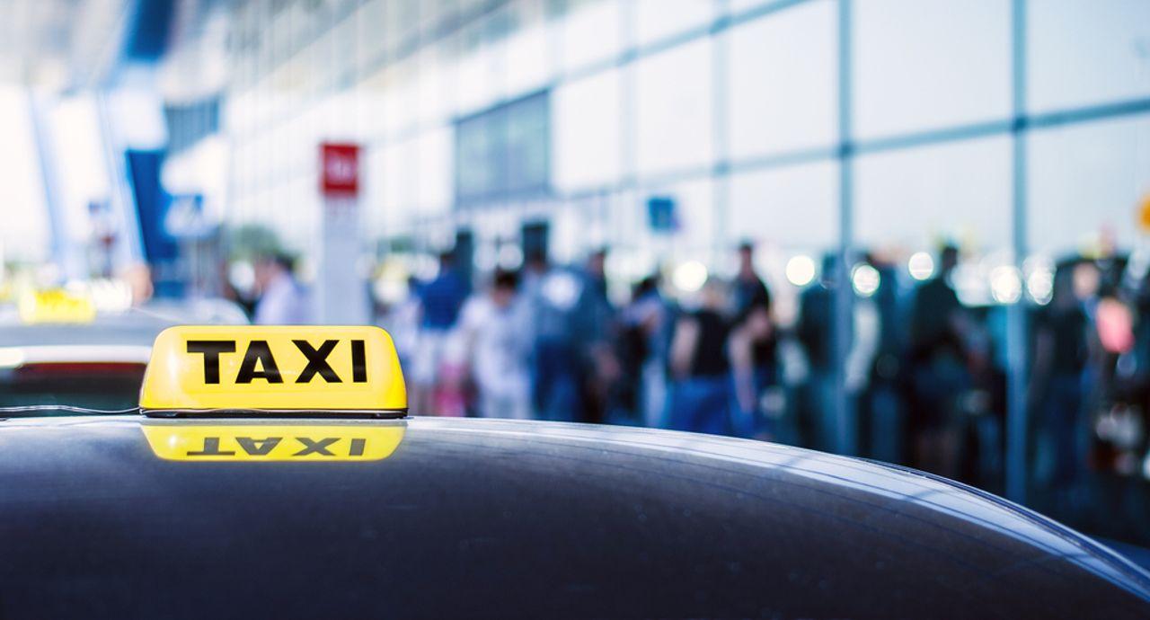 タクシーのマナーをご紹介!上座の位置や乗車時の注意点とは