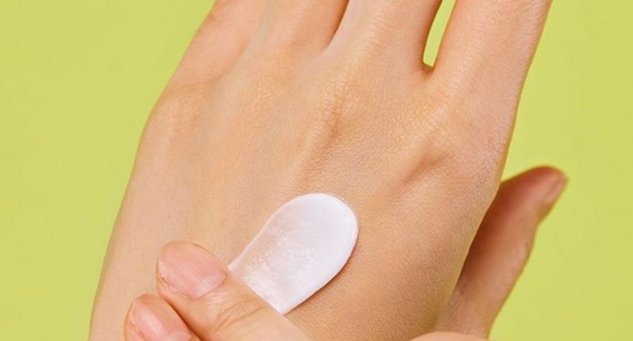 手の甲のシミは何が原因で起こる?手の美白ケア方法を詳しく解説