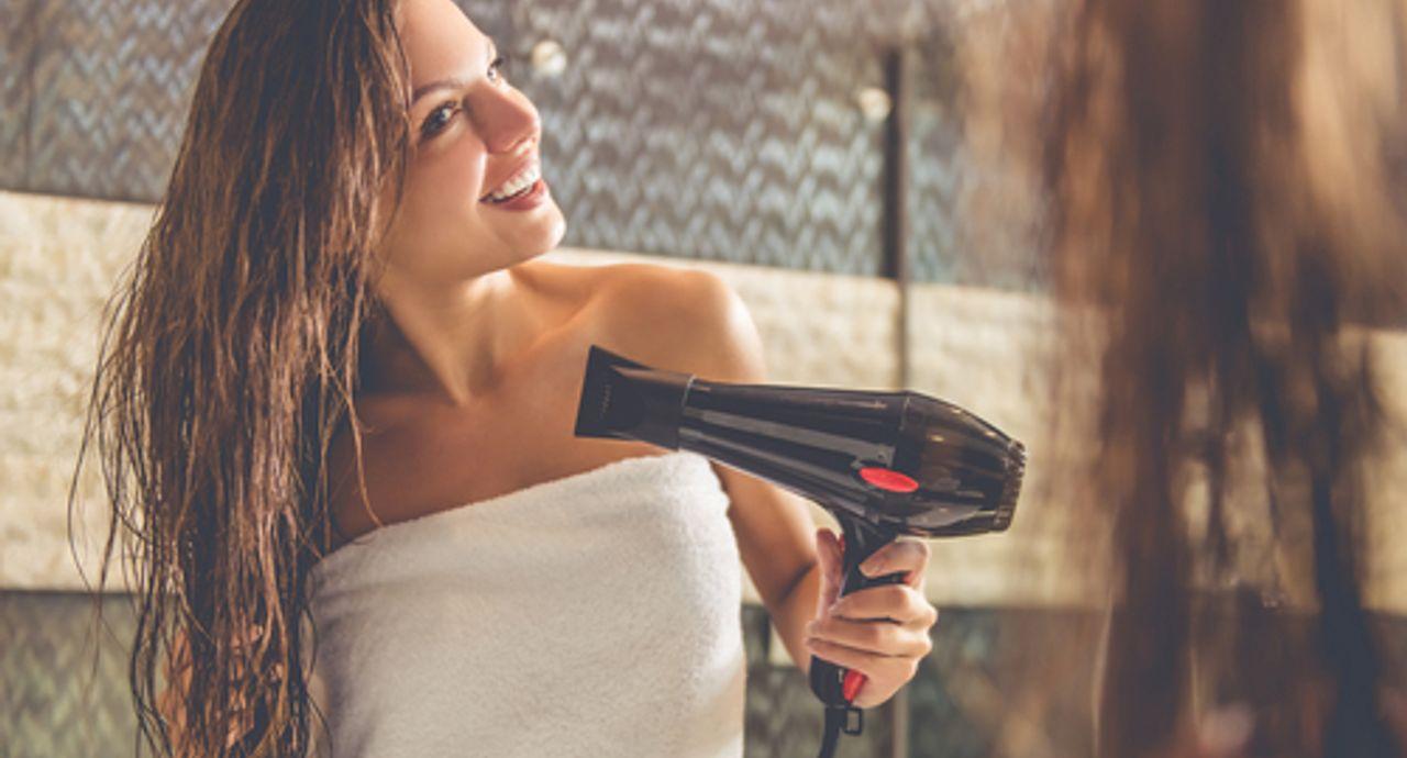 あなたは知ってた?正しい髪の乾かし方!ツヤだしドライヤー術