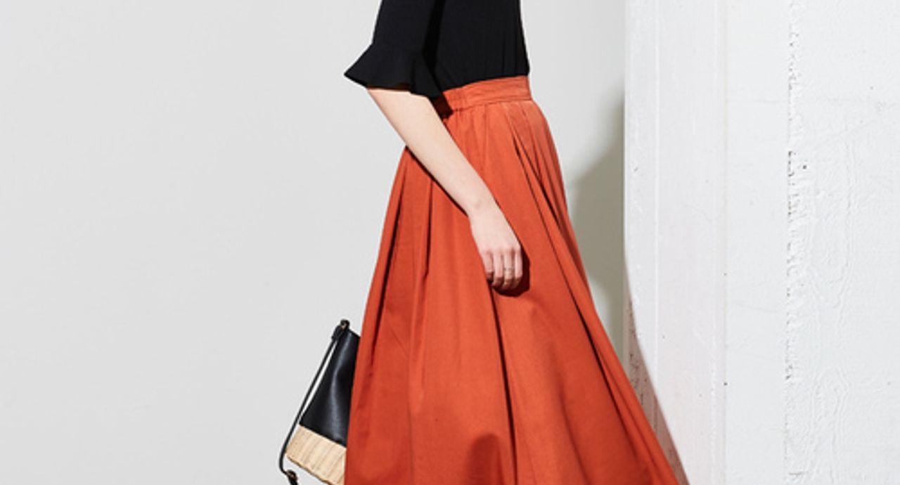 オレンジスカートを主役におしゃれコーデへ!季節別に着こなしを紹介