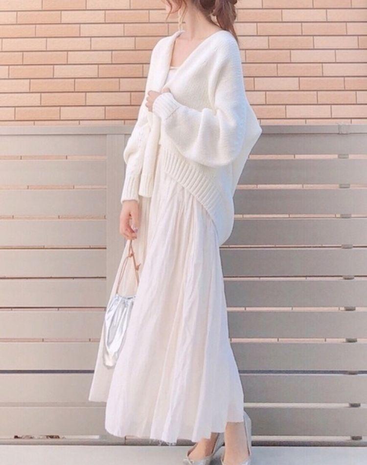 オールホワイトのおしゃれコーデ。季節別に着こなし方のコツをご紹介