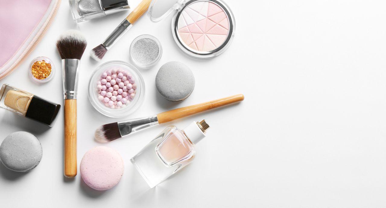 化粧直しのパウダーの使い方は?持ち運びに便利なおすすめ商品を紹介