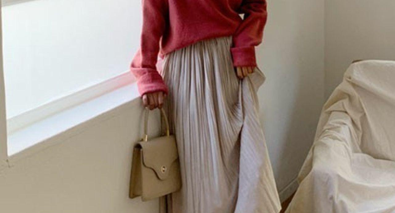 白プリーツスカートでモテコーデを作る!季節別の着こなしをご紹介