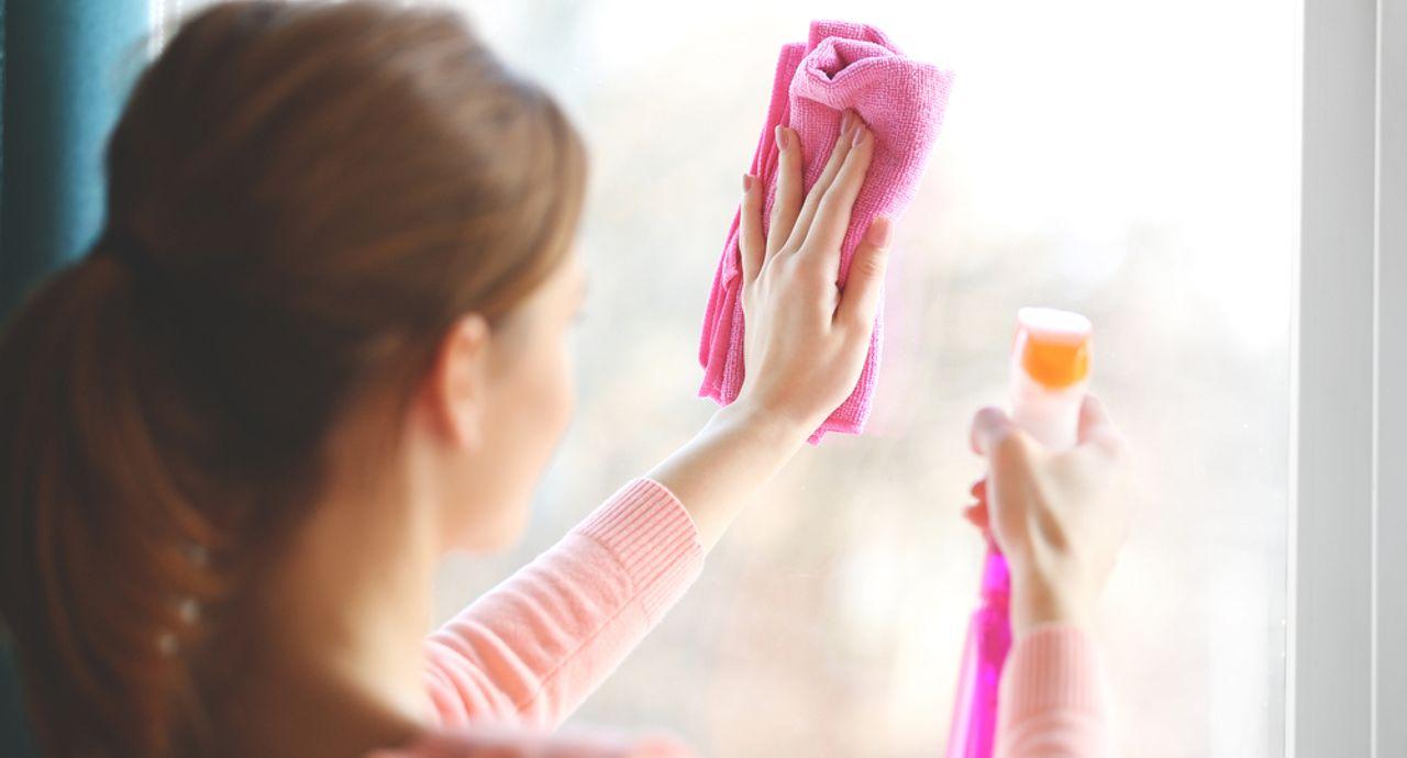 窓掃除の方法は?重曹や新聞紙など身近なアイテムでできるお掃除テク