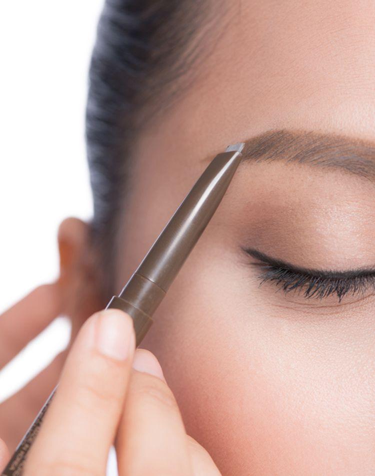 眉毛が濃い人の整え方は?脱色や眉メイクを垢抜けさせるための方法