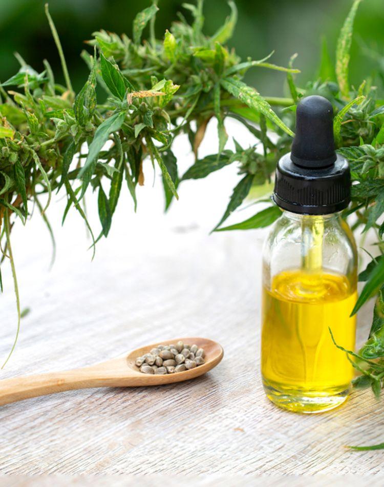 オイルの保湿効果とは?おすすめの使い方や肌に合った商品の選び方