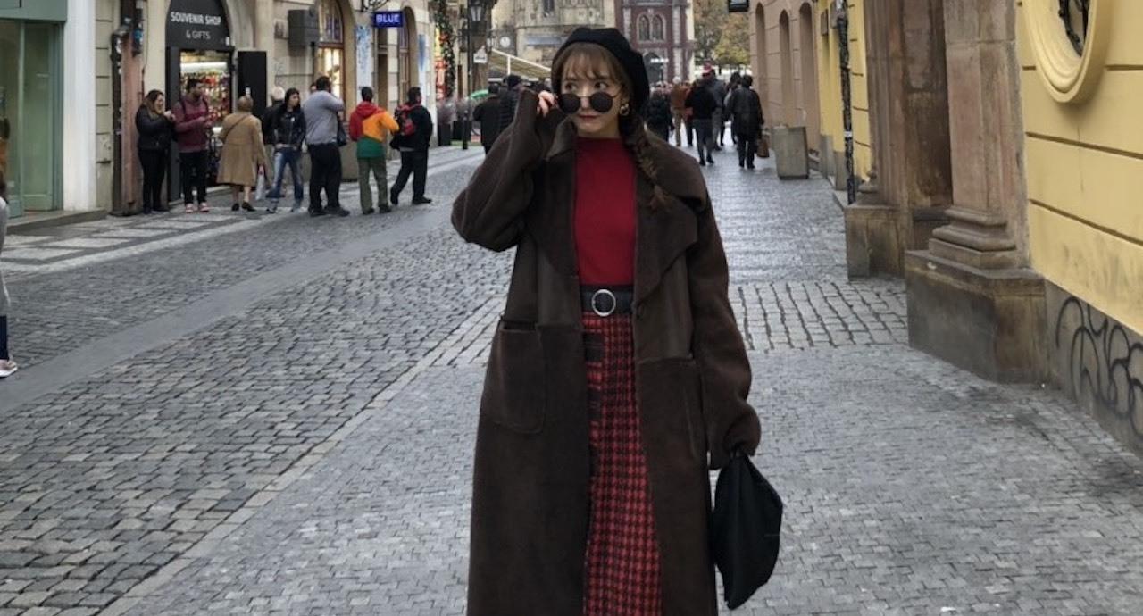 平木愛美がオーストラリアとチェコへ旅行中の着映えコーデ&メイクを紹介!