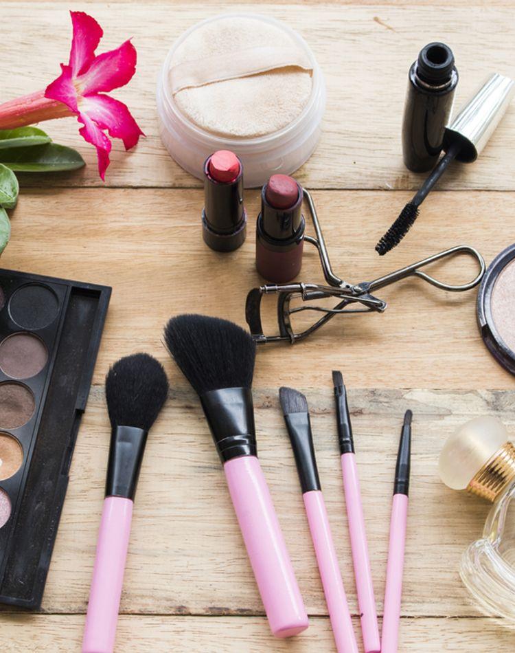 化粧品の使用期限とは?正しい見方や未開封の場合・コスメ別の目安