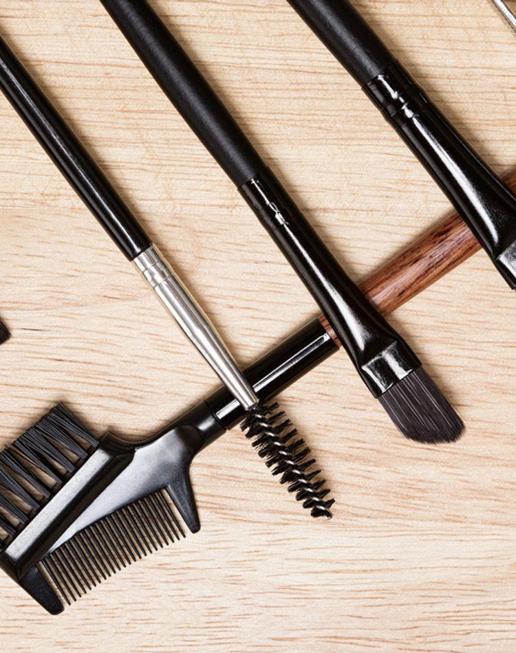 黒髪に合う眉毛の作り方!描き方や色選びのコツなどをご紹介