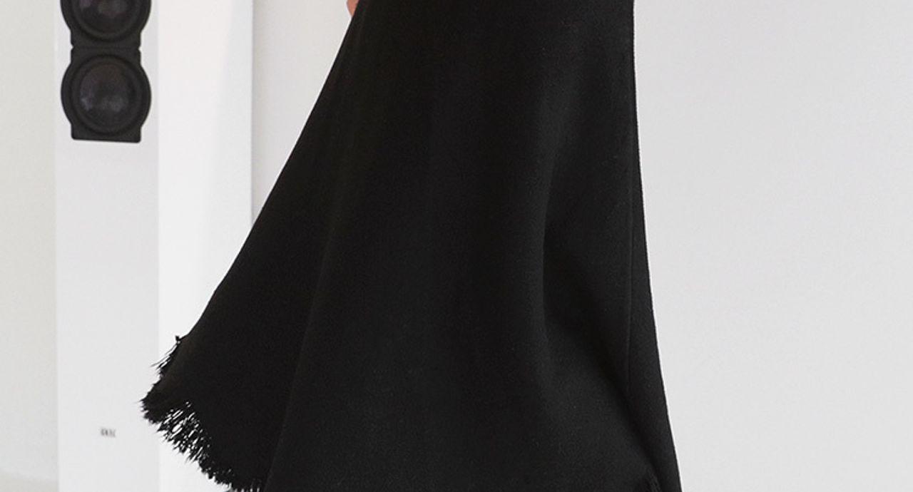 黒フレアスカートでコーデに安定感を!季節に合う着こなしをご紹介