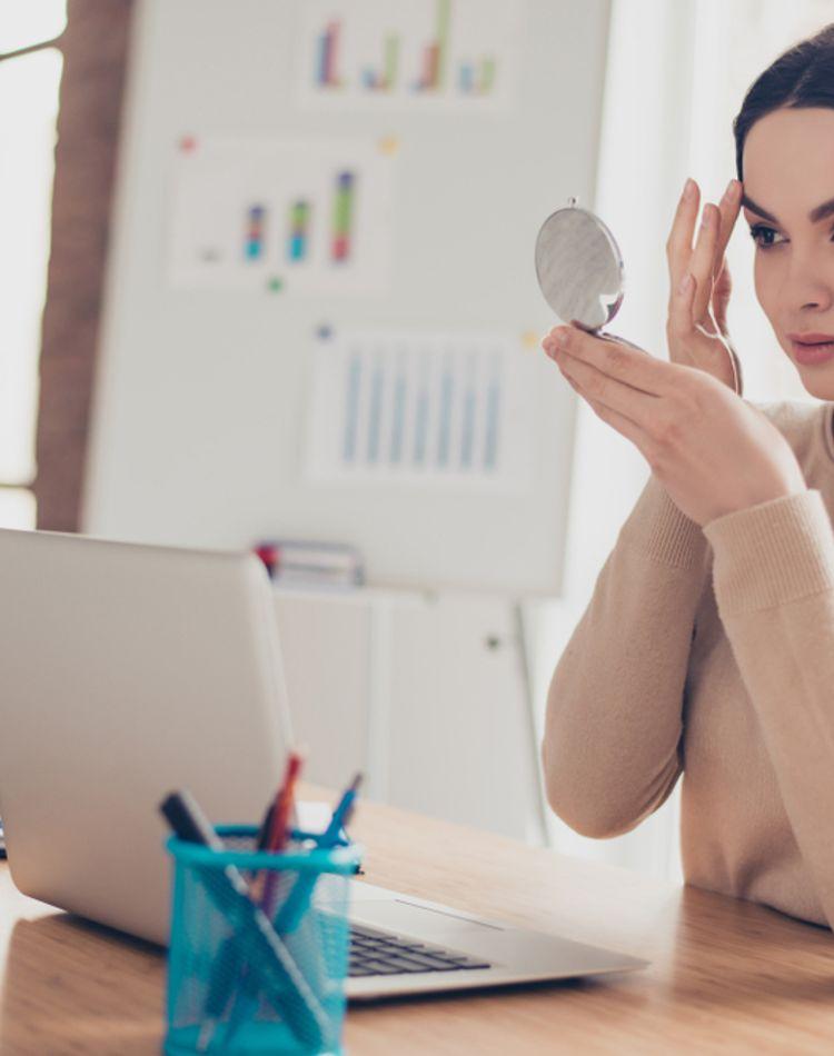 眉毛を染める方法は?市販や美容院でやる時の注意点もご紹介