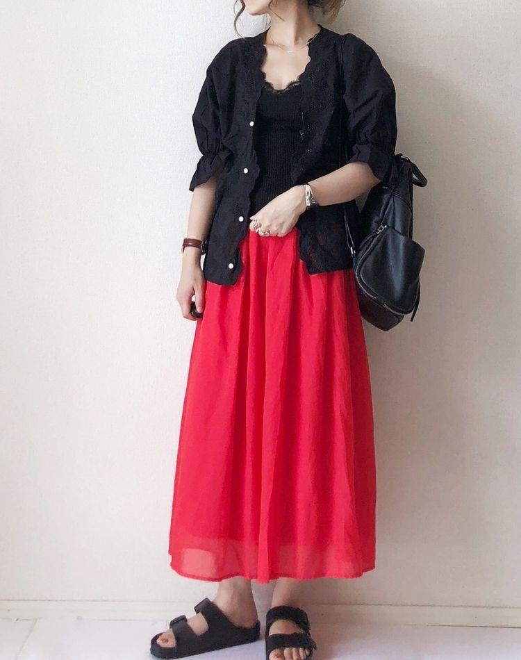 赤×黒コーデが大人っぽい!【春夏秋冬】お手本コーデを公開
